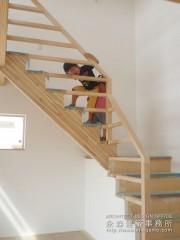 階段からチラッ1