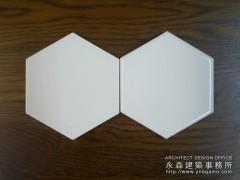八角形で蜂の巣のような白いタイル2