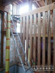 片持ちの階段を製作中