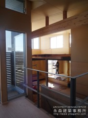 スキップフロアの家+片持ち階段の家