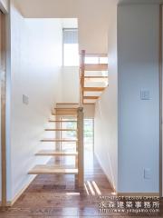 明るい階段空間