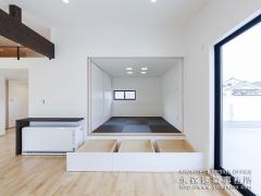 和室を小上がりにして畳下収納