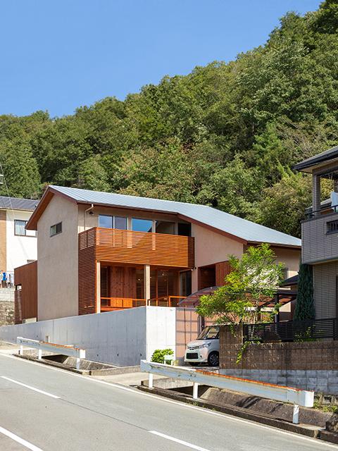 丘陵地に建つ和風住宅1