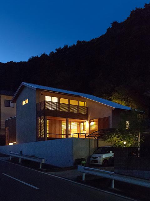 丘陵地に建つ和風住宅2