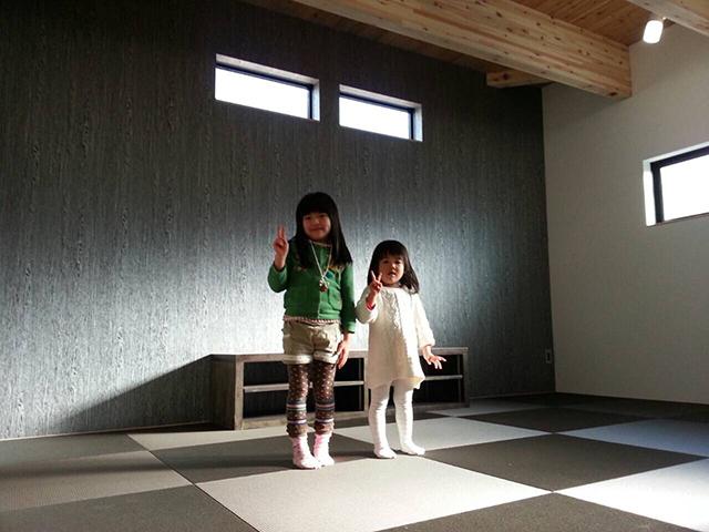 オープンハウス:『黒のガルバで覆われた片流れの家』二日目1
