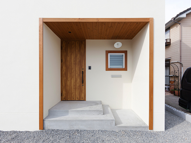 木枠が印象的な玄関!1