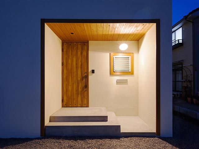 木枠が印象的な玄関!2