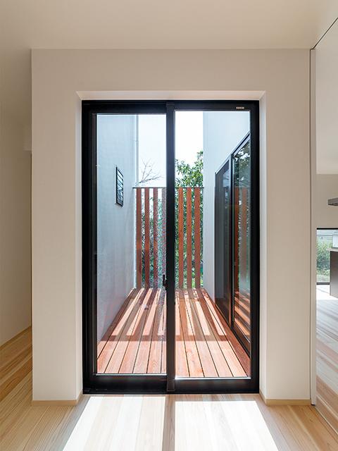 室内の広がりが増す坪庭!