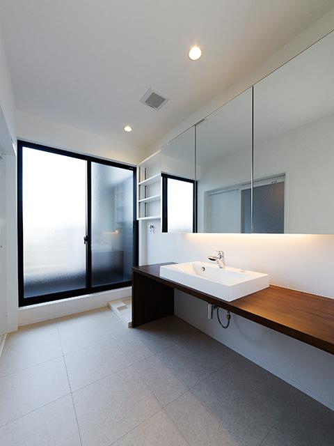 明るくて広い洗面脱衣室!