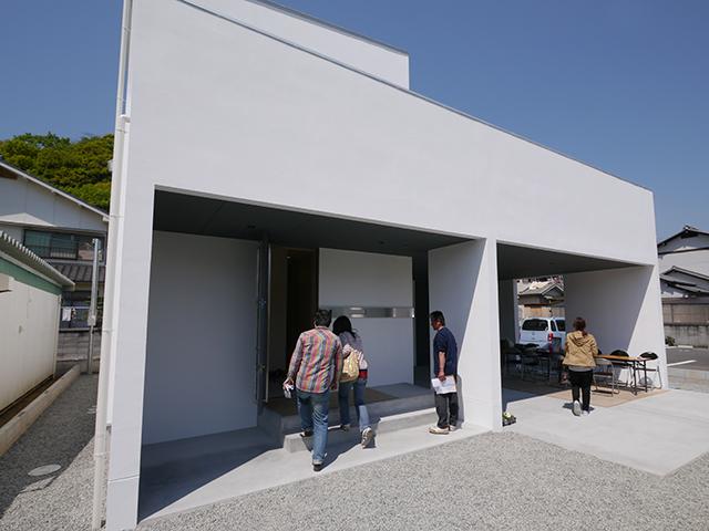 「白を基調としたシンプルモダンな家」オープンハウス1