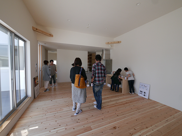 「白を基調としたシンプルモダンな家」オープンハウス2