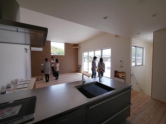 「白を基調としたシンプルモダンな家」オープンハウス3