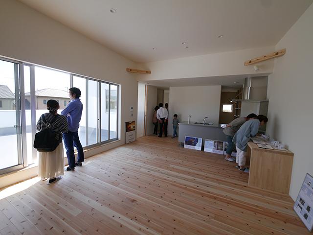 「白を基調としたシンプルモダンな家」オープンハウス4