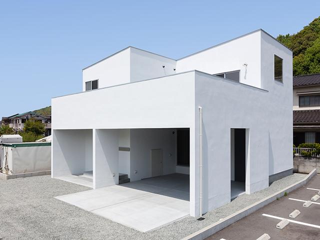 白を基調としたシンプルモダンな家!1