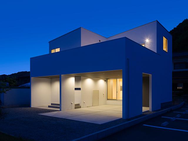 白を基調としたシンプルモダンな家!2