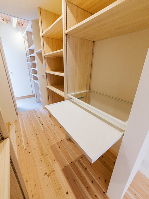 造り付け家具ならではの収納方法