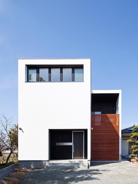 親世帯の隣に建つ子世帯住宅