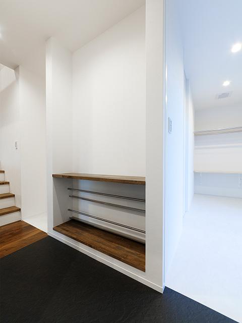 キッチン横の扉と棚!