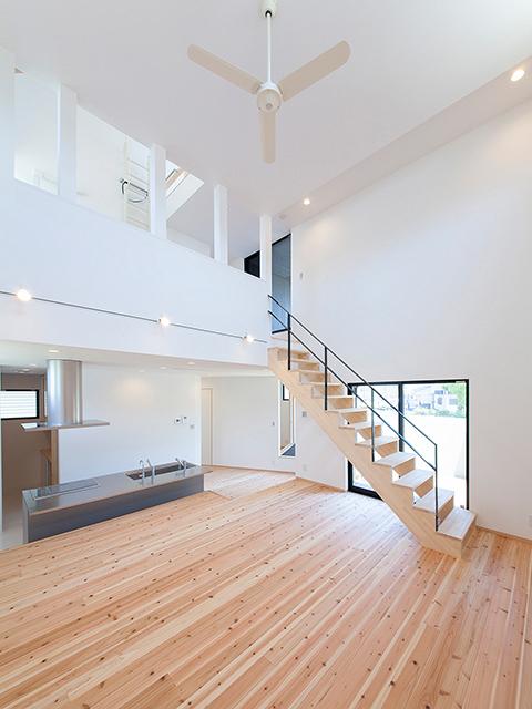 開放感のあるリビング階段!