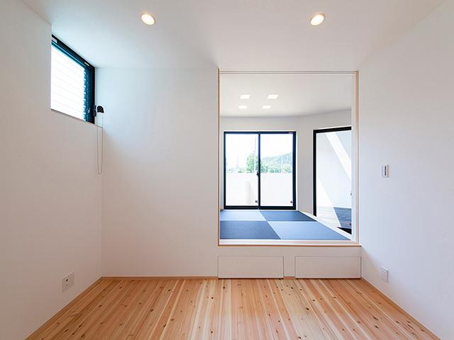 和室の小上がり下には収納スペース!