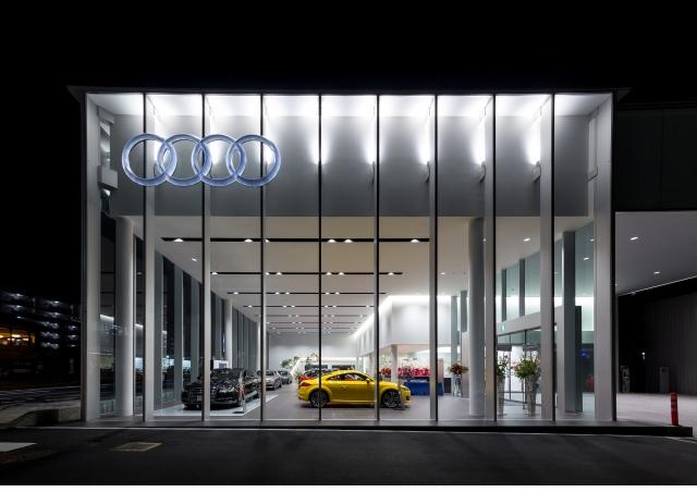 Audi宝塚 店内