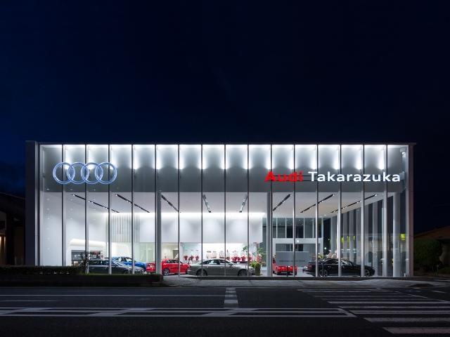 『Audi宝塚』の夕景