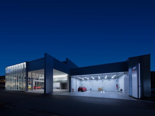 『Audi宝塚』の整備工場!