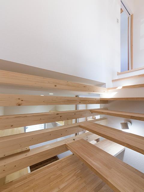 階段をデザインし、ホビールームのインテリアに