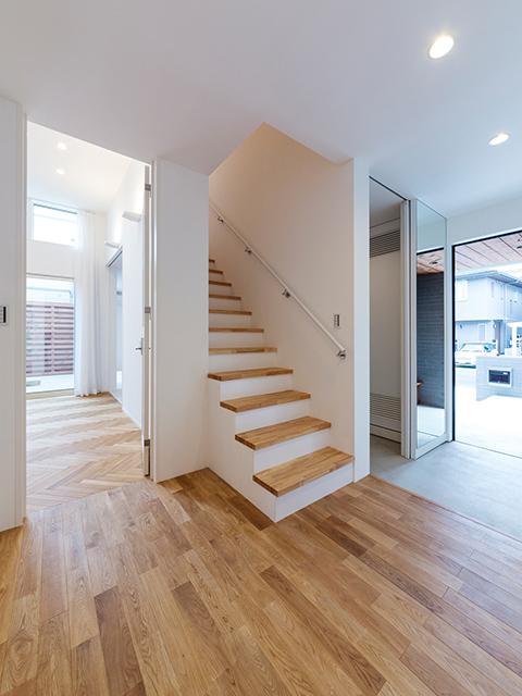 階段を中心とした回遊性の高い動線!
