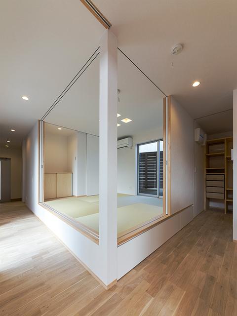 リビングと目線の高さを合わせた小上がりの和室!