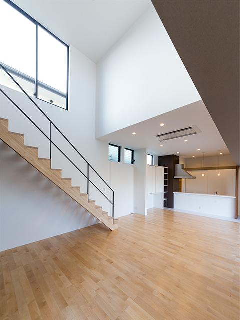 リビング天井5m、キッチン天井3mの大空間1