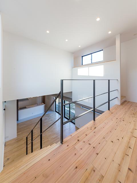 リビング天井5m、キッチン天井3mの大空間2