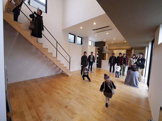 「親世帯の北側の狭小空地を利用した子世帯住宅」オープンハウス2