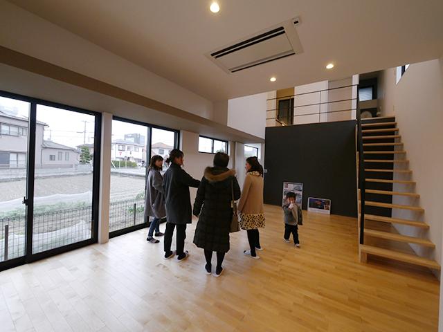 「親世帯の北側の狭小空地を利用した子世帯住宅」オープンハウス3