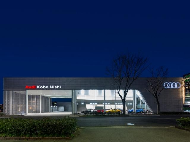 『Audi神戸西』外観 夕景