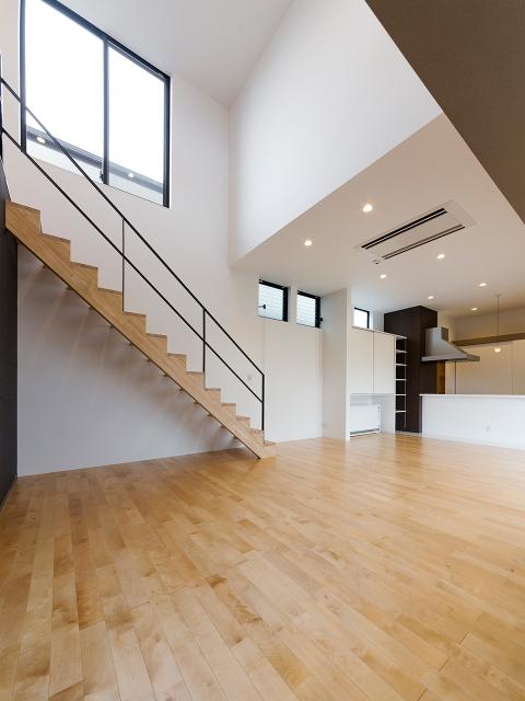 リビング天井5m、キッチン天井3mの大空間!1