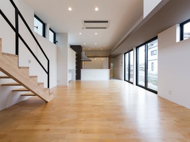 リビング天井5m、キッチン天井3mの大空間!2