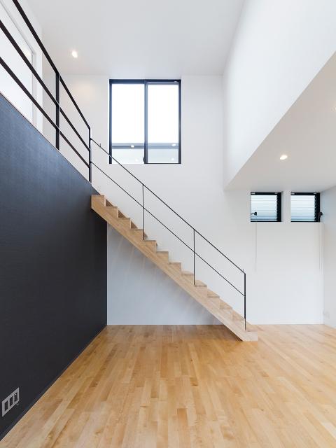 スチールOPの手摺を設けたリビング階段!1