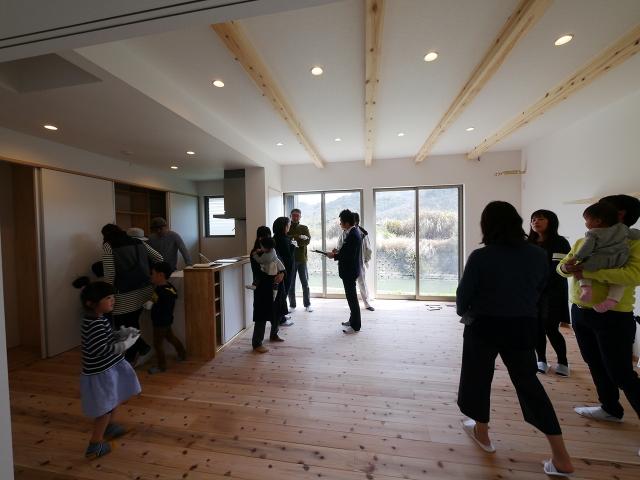 「川沿いに建つ片流れ屋根の家」オープンハウス2