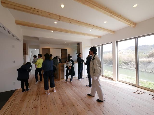 「川沿いに建つ片流れ屋根の家」オープンハウス3