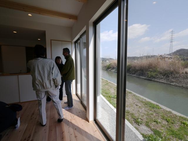 「川沿いに建つ片流れ屋根の家」オープンハウスが終了4