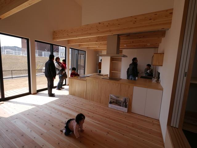 「コ型オーダーキッチンのあるナチュラルな家」オープンハウス3