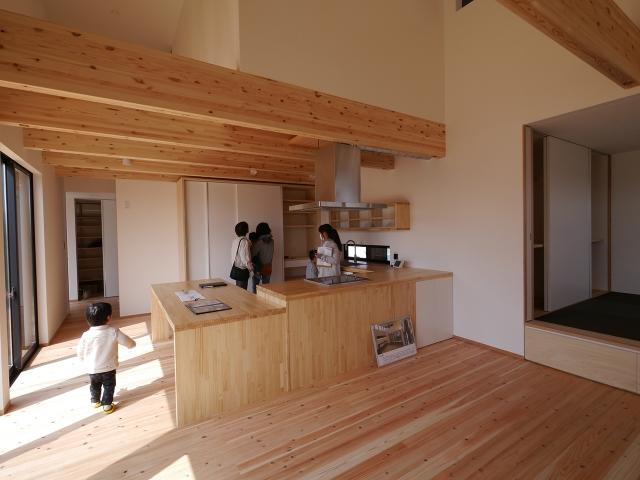 「コ型オーダーキッチンのあるナチュラルな家」オープンハウス4