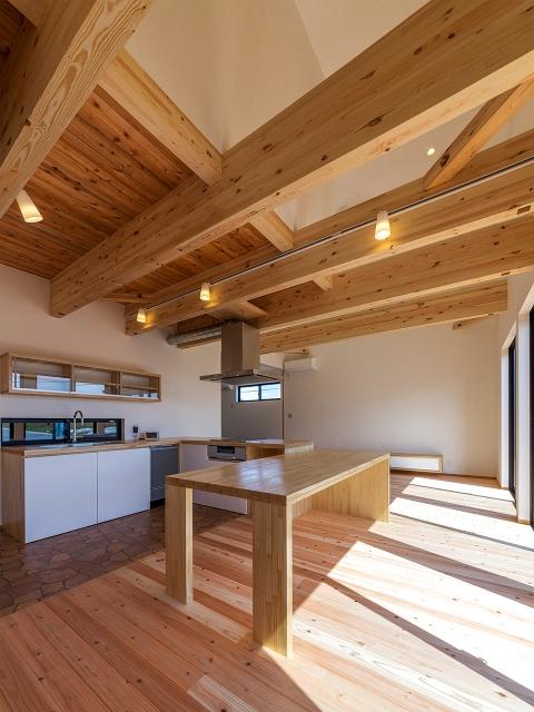 スケルトン構造のダイニングキッチンの天井!