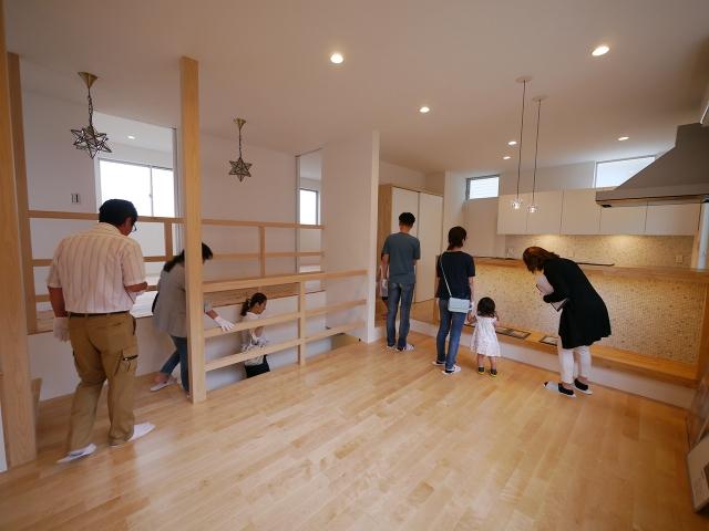 「焼板を活かしたモダンな家」オープンハウス3
