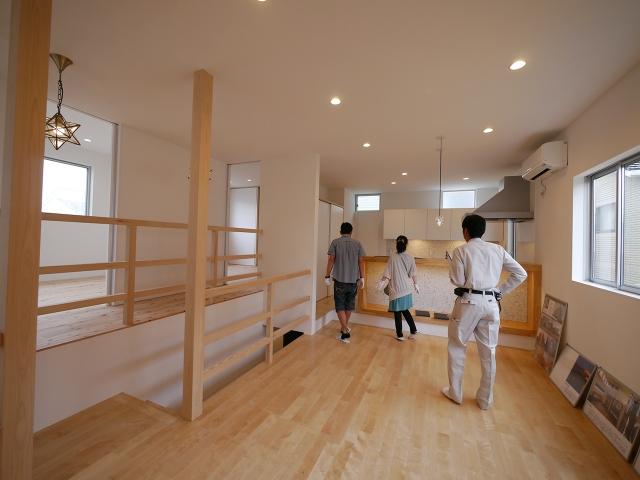 「焼板を活かしたモダンな家」オープンハウス4