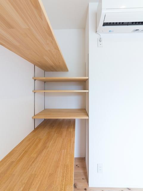 棚受けレール(棚柱)でデッドスペースを有効活用!