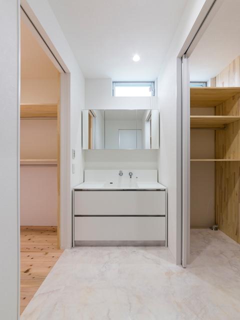 従来の間取りの固定概念にとらわれない洗面脱衣室!