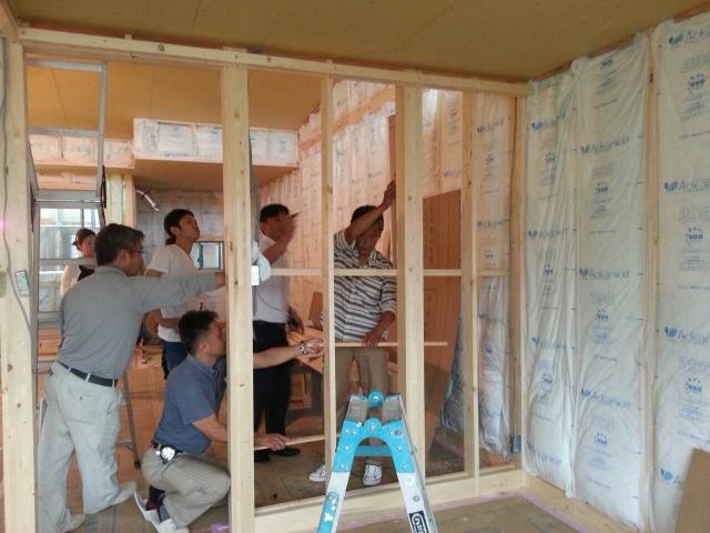 現場にて造り付け家具の打ち合わせ中!1