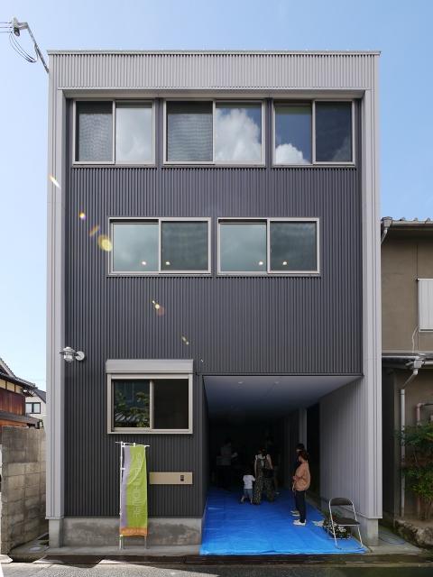 「24坪の狭小敷地に建つ家」オープンハウス1